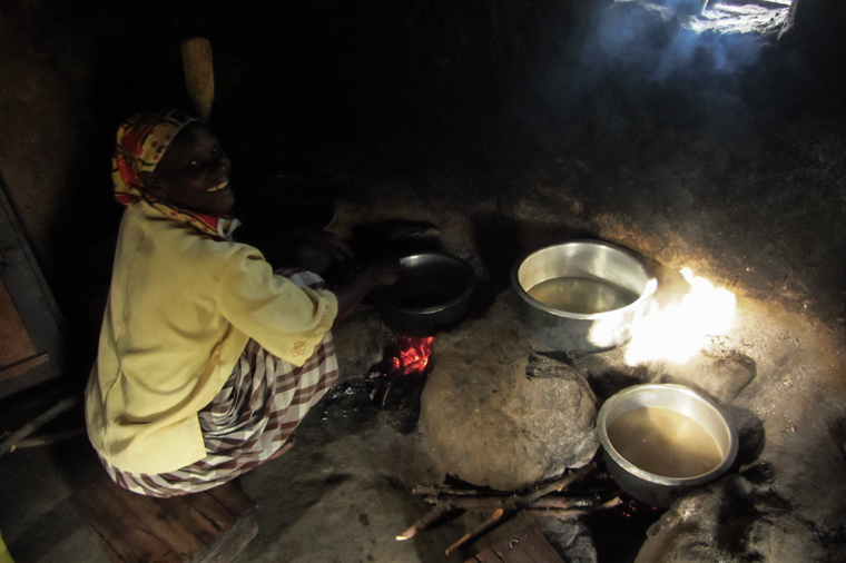 Cooking groundnuts